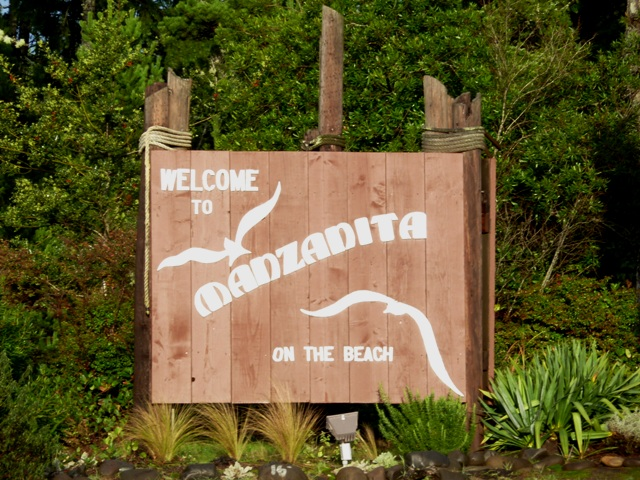 Welcome to Manzanita sign